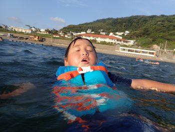 今日は全力で完泳!!疲れたら、空を向け~~!