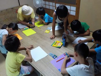 Last Wednesday class began with some easy English lesson.
