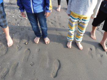砂浜の感覚を足裏から感じてみる。木曜日「しぜん」