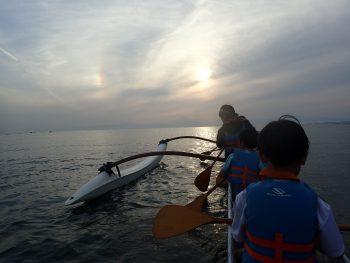 彩雲と夕日と富士山そして海の上に僕らはいる