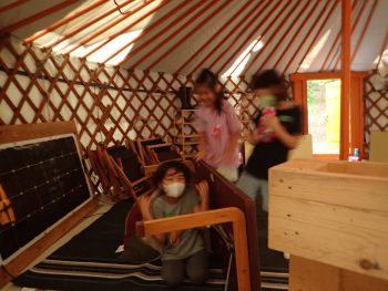 "Let's Play ""Hide and Seek"" IN the Yurt!! ゲルの中で「かくれんぼ」で遊んでみた!"
